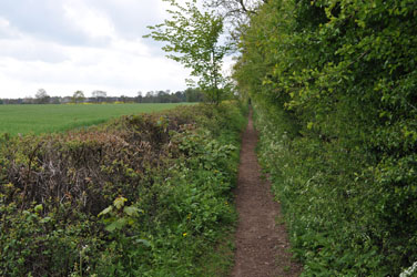Path outside Bourton on Water